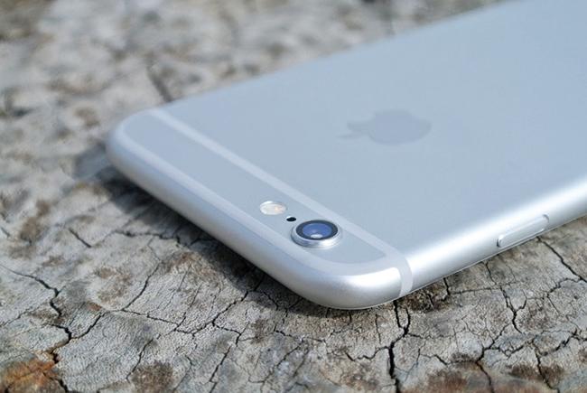 카메라 부분이 튀어나온 아이폰 6 사진